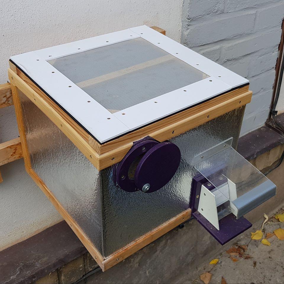 Čmeláci plus vychytávka pro chovatele čmeláků do čmeláčího úlu čmelín ochranná mřížka