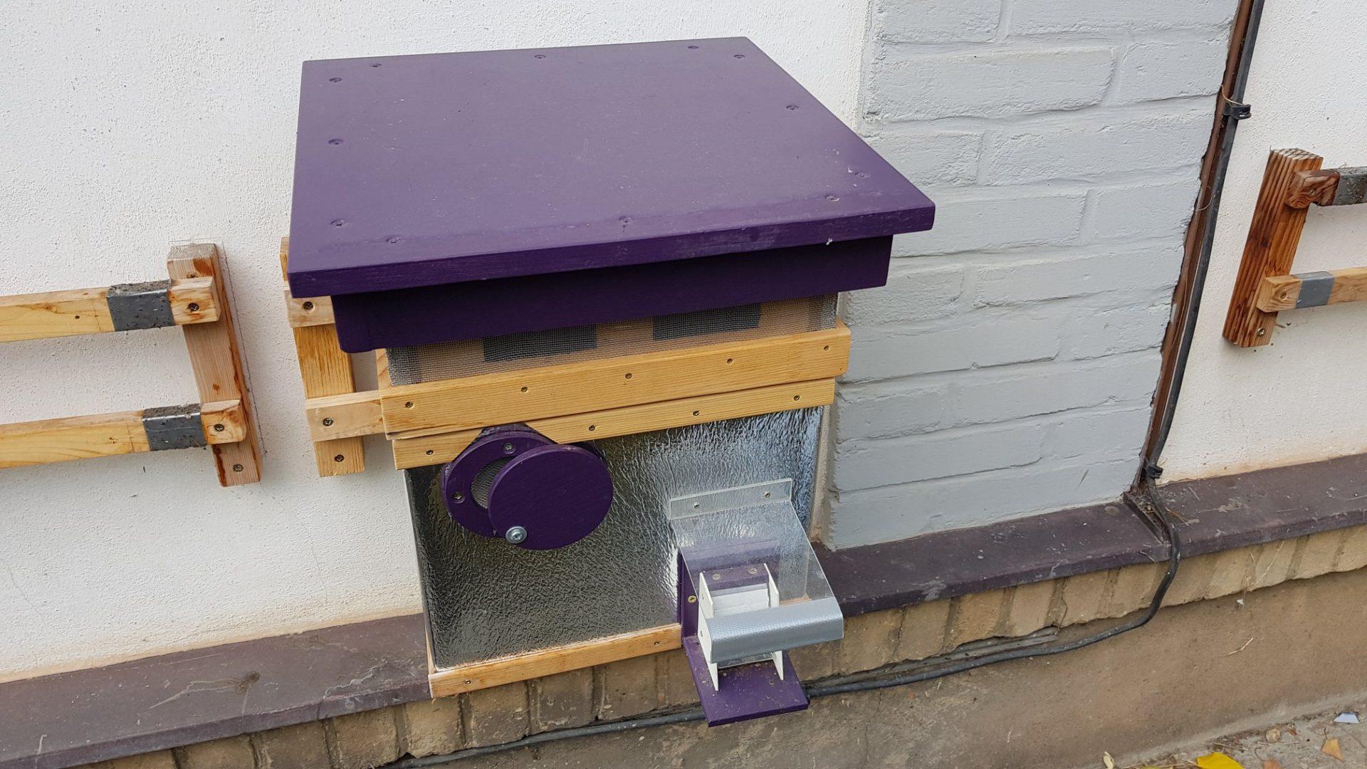 Čmeláci plus vychytávka pro chovatele čmeláků do čmeláčího úlu čmelín větrání - větrací nástavek konstrukce