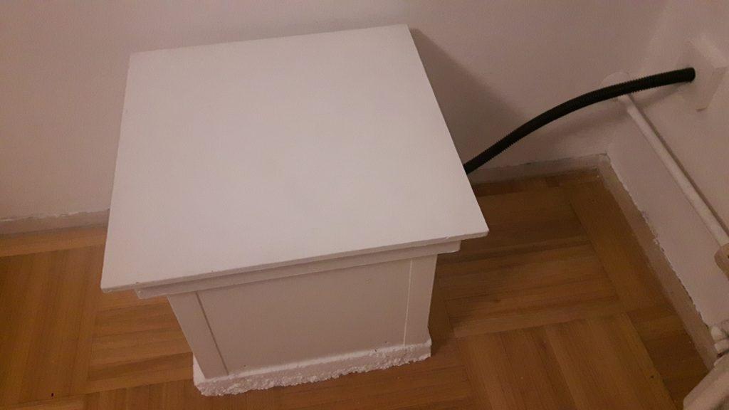 čmeláci PLUS čmeláčí úl čmelín v místnosti s vnější chodbou