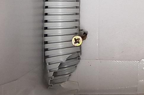 Čmeláci PLUS vstupní chodba - detail správného zakončení trubice chodby v úlu čmelínu