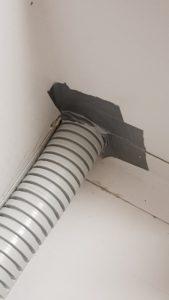 Čmeláci PLUS - Trubice (vstupní chodba v úlku), detail utěsnění průchodu trubice korpusem úlku