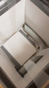 Čmeláci PLUS - Čmeláčí výtah je na závěsech spuštěn do úlku