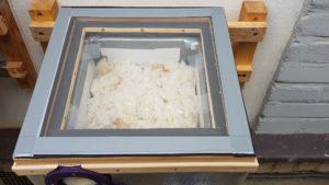 Čmeláci PLUS - Pozorovací okénko z polykarbonátu položené na úlku