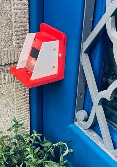 Čmeláci PLUS - Umístění úIku v interieru s vyvedenou klapkou
