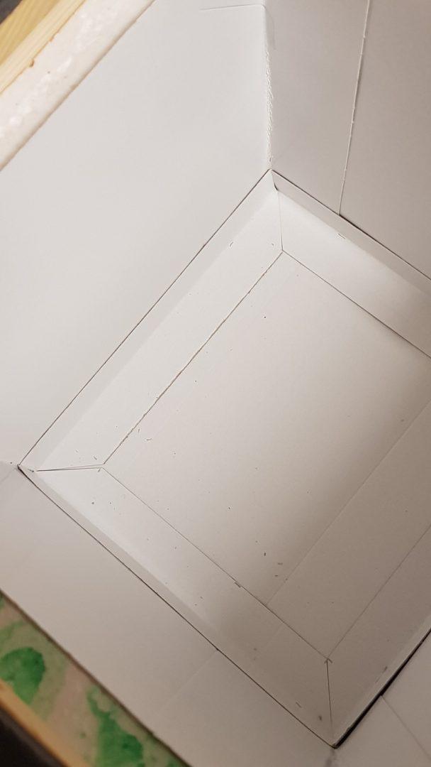 Čmeláci PLUS - Vyložení dna úlku kartonem - roháček