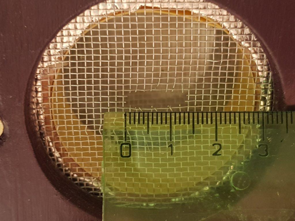 Vytvoření větrací pasti proti parazitům čmeláků