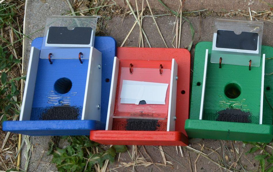 Oprava barevného provedení klapky pro čmelíčí domečky