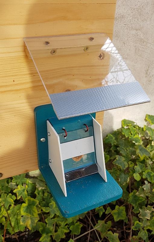 Správné umístění stříšky na čmeláčím úlu s ochranou proti vodě