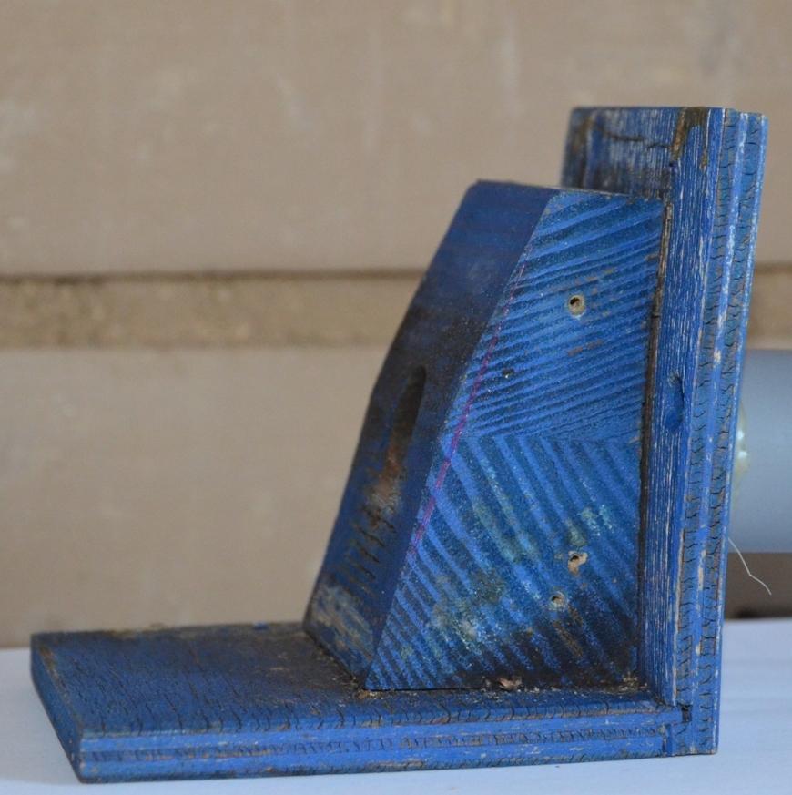 Poškození vlhkostí staré klapky pro čmelín