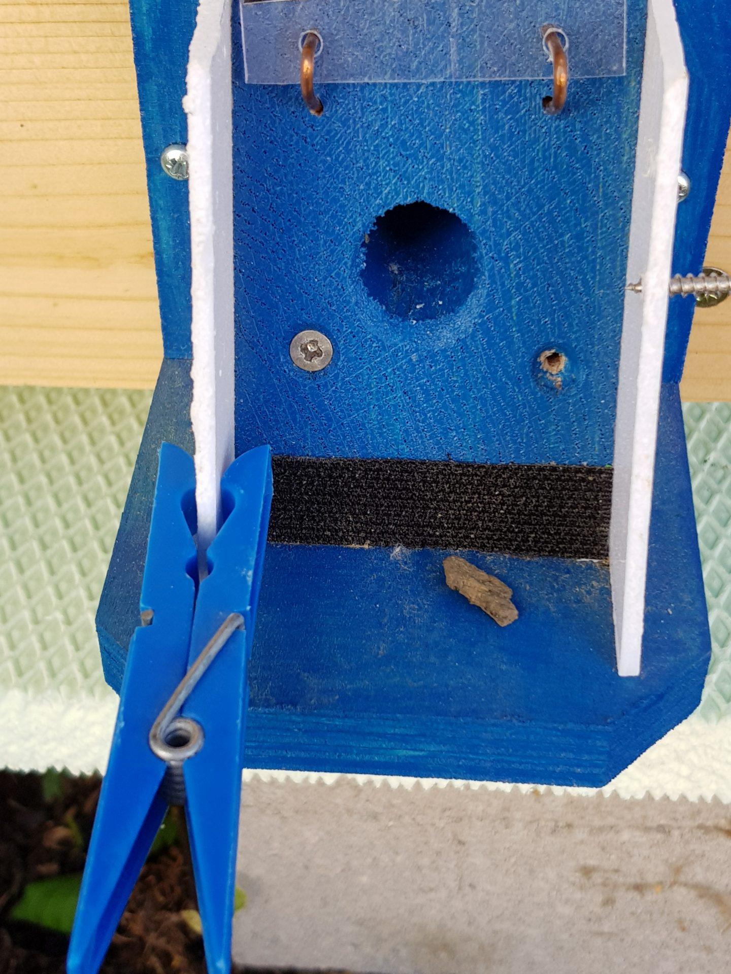 Čmeláci PLUS - Značka ve vletovém otvoru úlku