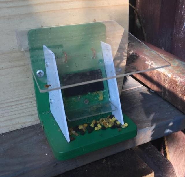 Čmeláci PLUS - Ochranná klapka plná pylových rousek