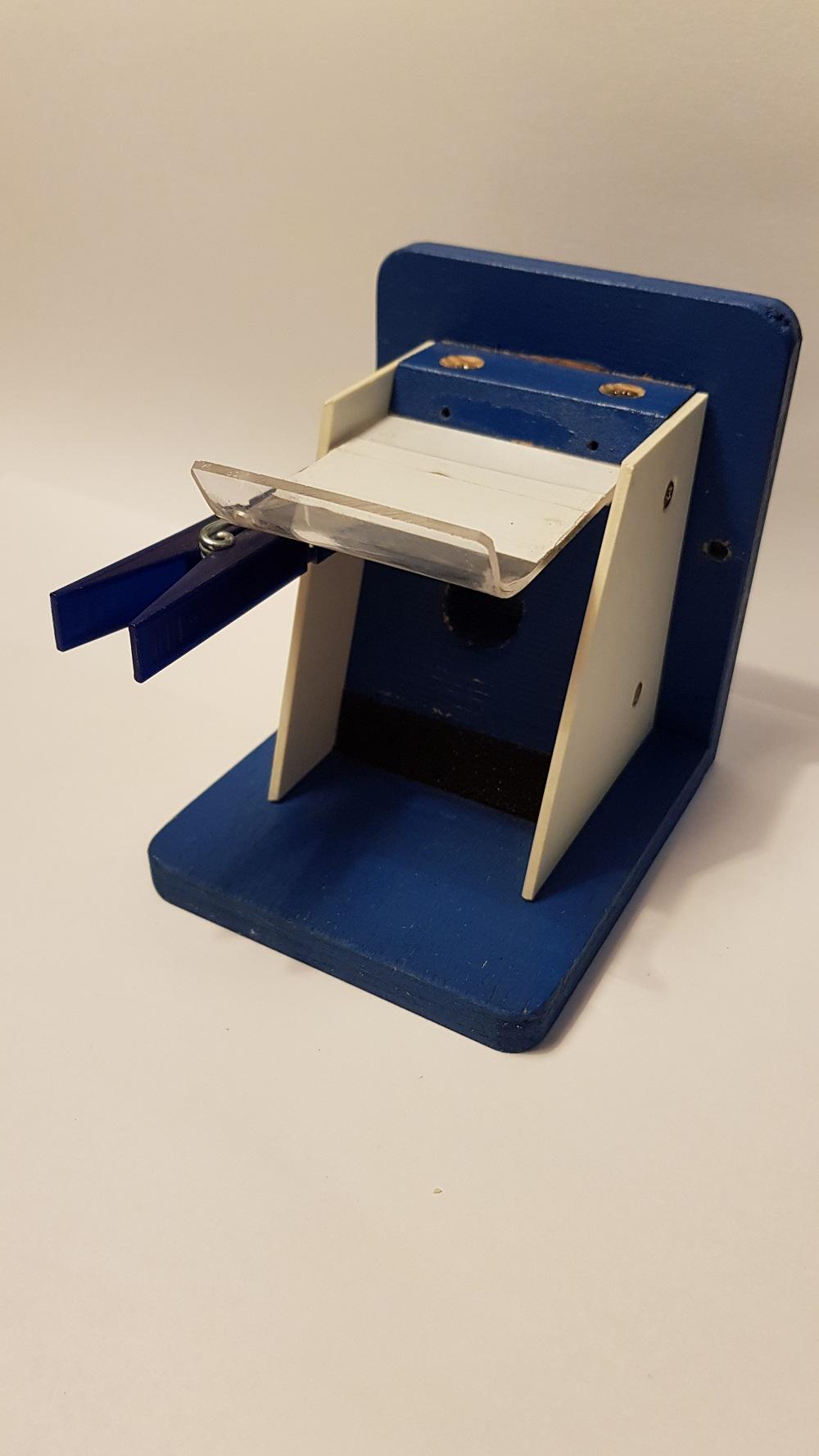 Čmeláci PLUS - Ochranná klapka spouštění záklopky pomocí količku na prádlo