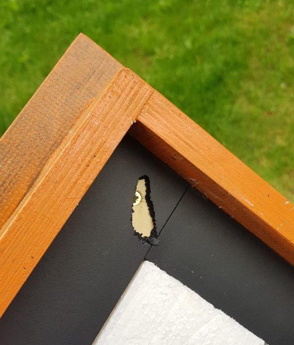 Čmeláci PLUS - Těsnění pod střechou prokousané od čmelaků