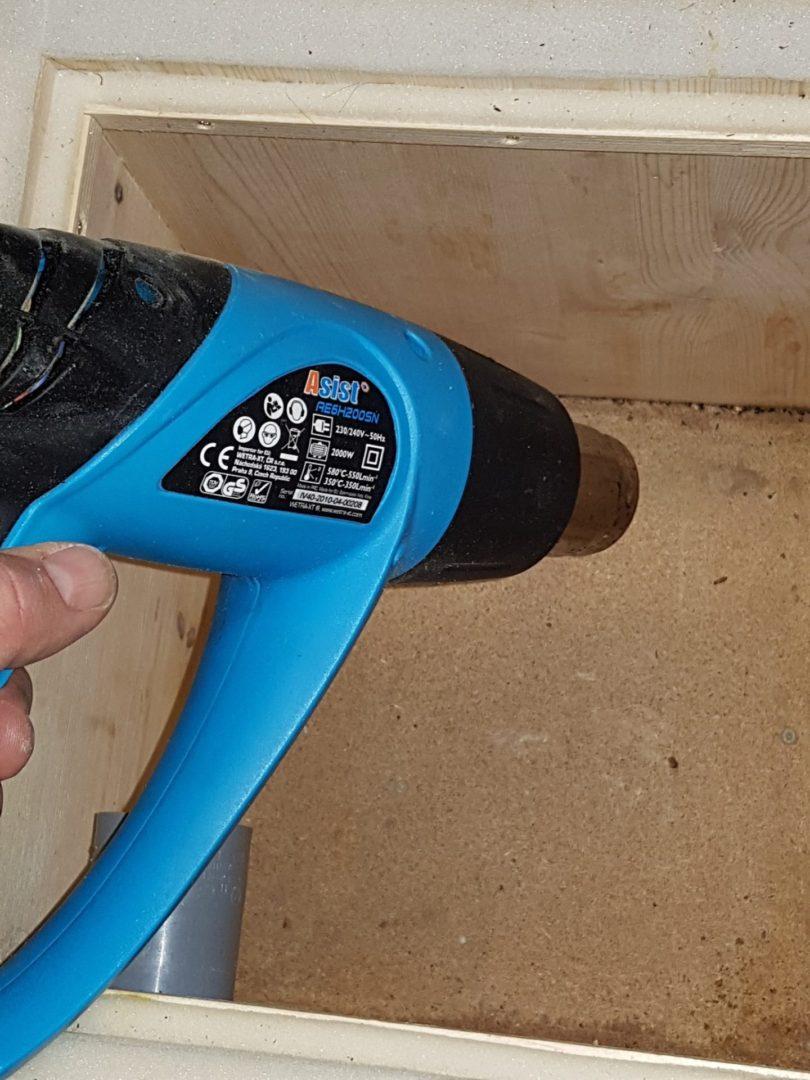 Čmeláci PLUS - Použití horkovzdušné pistole na sanitaci sten úlku
