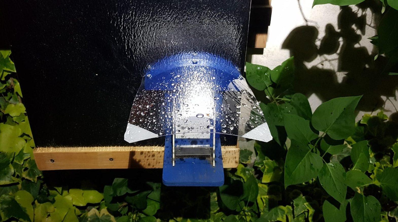Čmeláci PLUS - Stříška proti deštiti