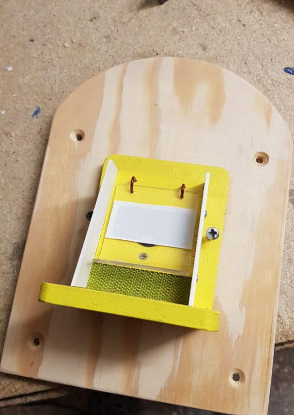 Čmeláci PLUS - Klapka na zdi - Výroba podložky pod klapku