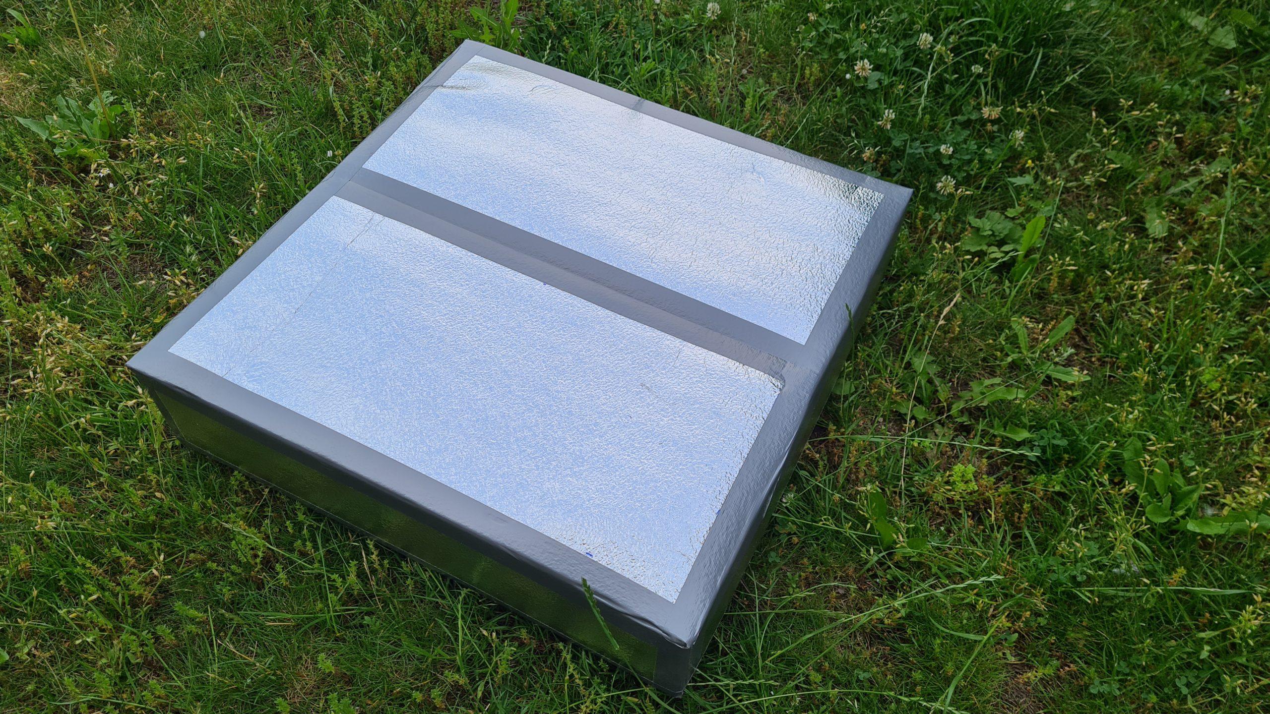 Čmeláci PLUS - Chladicí rámeček z polystyrenu - Varianta s osazením a přesahem střechy