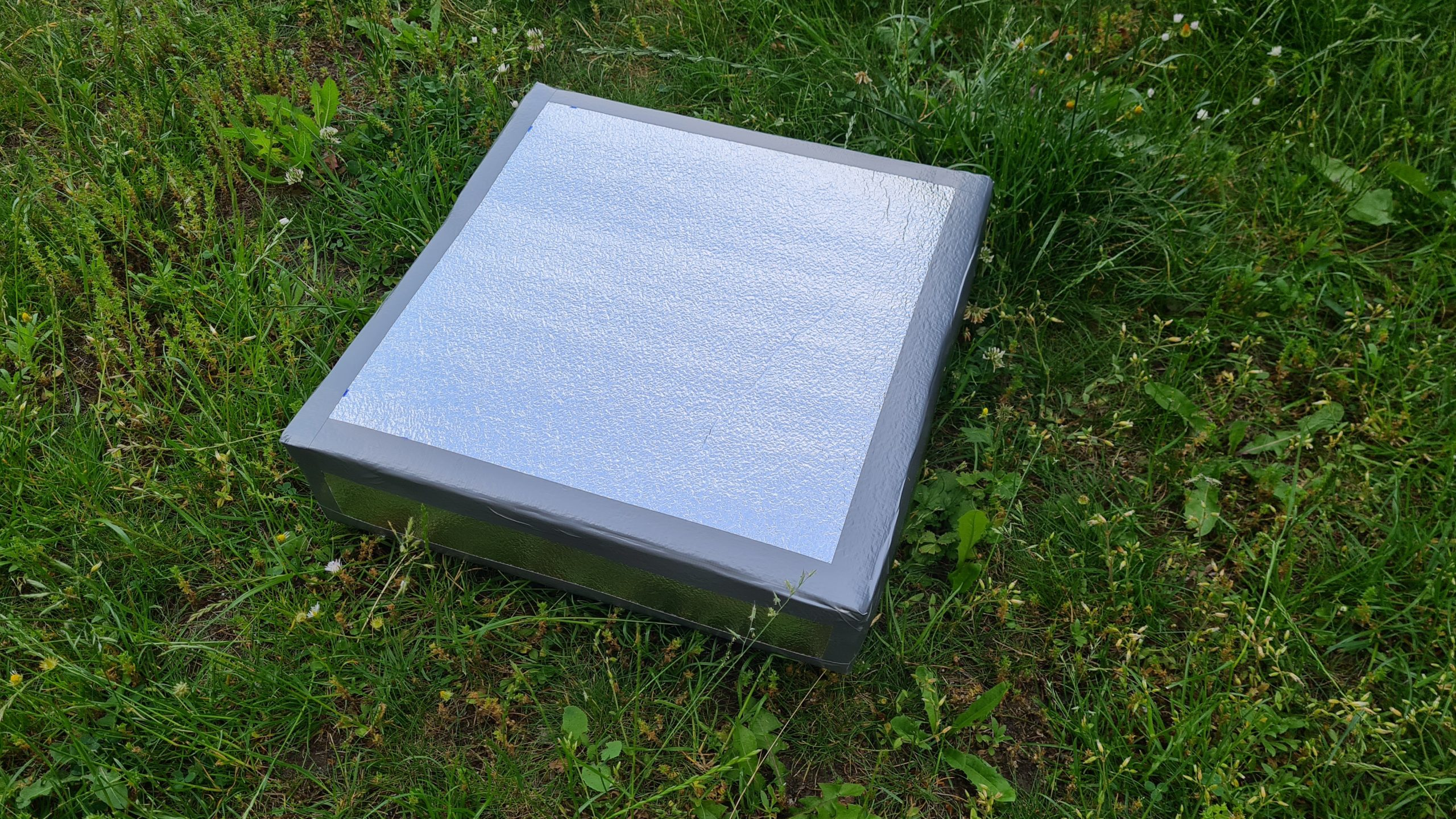 Čmeláci PLUS - Chladicí rámeček z polystyrenu - jednoduchá varianta obložená Irelonem s hliníkovou fólií