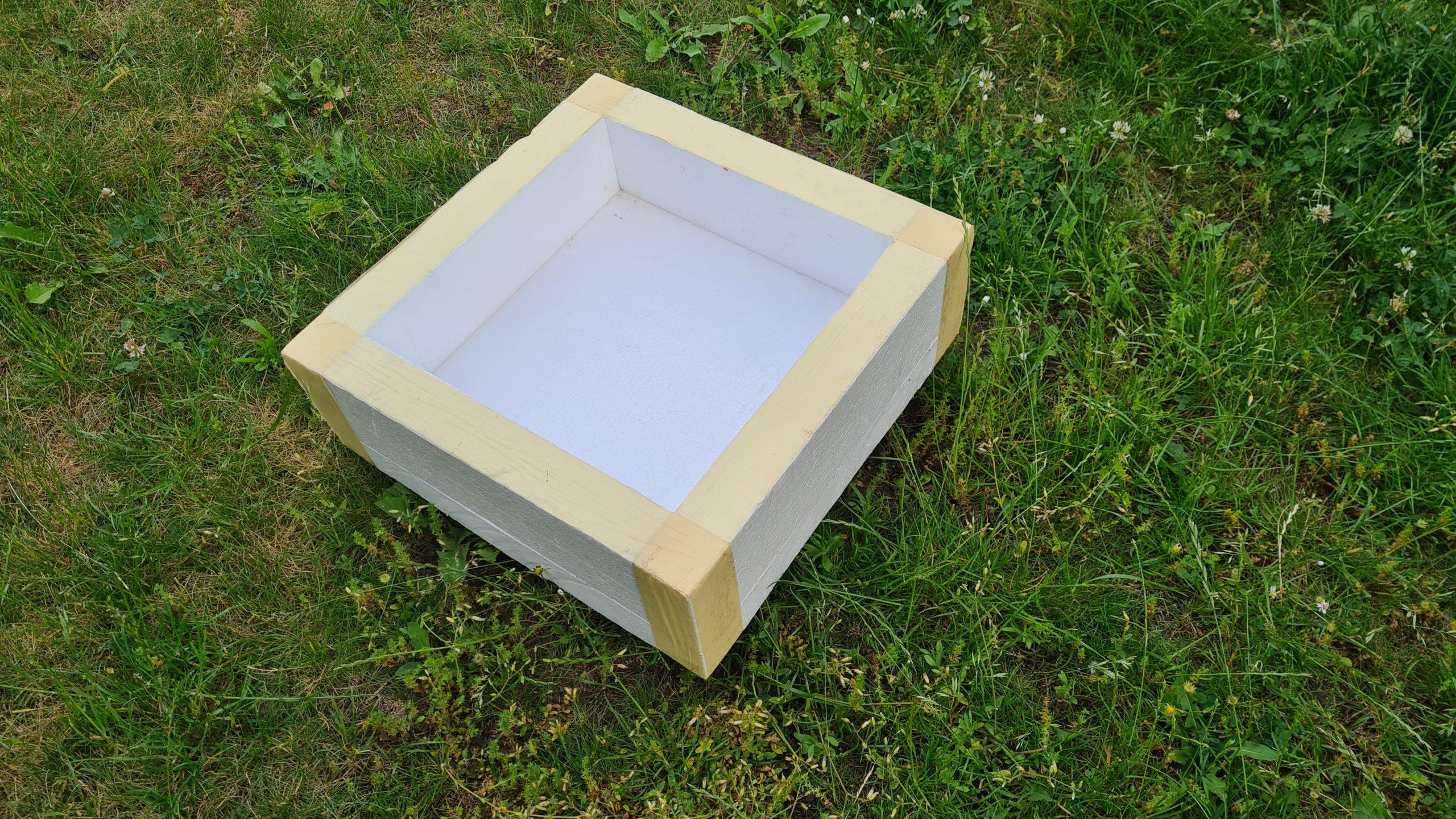 Čmeláci PLUS - Chladicí rámeček z polystyrenu - lepidlem spojené nebo páskou stažené desky